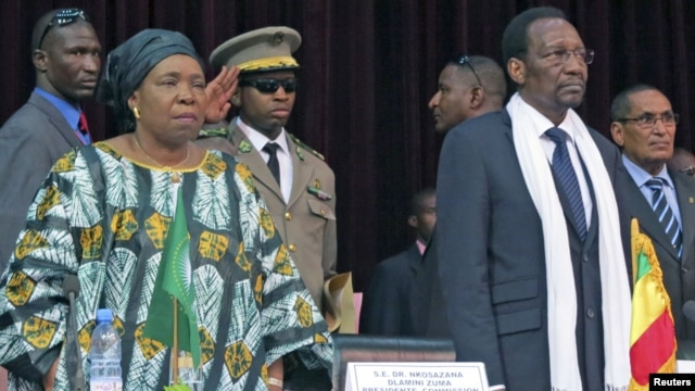 African Union Chief Nkosazana Dlamini-Zuma (front L) and Mali's President Dioncounda Traore attend a high level international meeting on the crisis in northern Mali, Bamako, October 19, 2012.