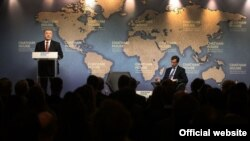 """პრეზიდენტი პოროშენკო """"ჩეტემ ჰაუსში"""" სიტყვით გამოდის, ლონდონი, 19 აპრილი, 2017"""
