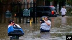 Ước tính khoảng 40.000 ngôi nhà bị hư hại vì trận lụt ở Louisiana.