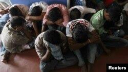 Para pencari suaka ilegal yang hendak berlayar ke Australia menggunakan perahu kecil, tertangkap di Sri Lanka (Foto: dok).