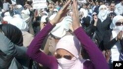 شام میں حکومت مخالف مظاہروں میں شریک خواتین (فائل فوٹو)