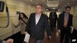 Utusan Khusus Amerika untuk wilayah Asia Timur, Kurt Campbell (depan) tiba di Beijing Minggu pagi (29/4).