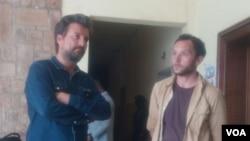 Le journaliste français Jean-Philippe Rémy et son collègue britannique Phil Moore