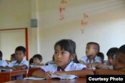 Theo cô Caroline, việc biết chữ có thể giúp các em tự cứu mình trong nhiều trường hợp nguy hiểm