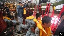 د اندونیزیايي الوتکې دپاره د پلټنې ماموریت د هوا د خرابوالي سره سره دوام لري.