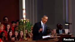 18일 보스턴 대성당에서 마라톤 폭탄 테러 추모 미사가 거행되었다. 추모식에 참석해 연설한 바락 오바마 미국 대통령.