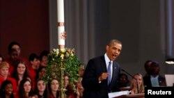 美國總統奧巴馬星期四(4月18日)參加為波士頓爆炸案死難者所舉行的追思儀式。