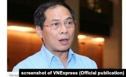 Thứ trưởng Ngoại giao Việt Nam Bùi Thanh Sơn nói chuyện với báo chí hôm 28/10/2019