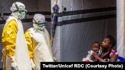 2019年7月31日剛果民主共和國(剛果金)一名嬰兒在醫療中心接受伊波拉疫情治療。
