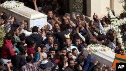 Upacara pemakaman 7 warga Kristen Koptik yang tewas dalam serangan militan ISIS di Minya, Mesir (3/11).