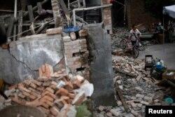 4月22日,中国四川省芦山县地震后的景象