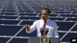 Tổng thống Obama nói nên trông cậy nhiều hơn vào những nguồn năng lượng sạch, như năng lượng mặt trời và sức gió, Nevada, 21/3/2012