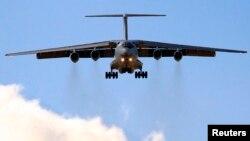 Un avión ruso IL-l76 como el de la foto se estrelló el miércoles en Argelia, falleciendo más de 100 personas.