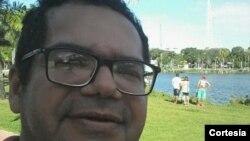 Jailton C. Amaral trabalha como técnico de contabilidade na região metropolitana de João Pessoa, capital da Paraíba, Brasil.