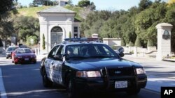 "Los Angeles County Sheriff's leave ""The Oaks of Calabasas"" property, where the residence of the pop star, Justin Bieber was searched by police in Calabasas, Calif., on Jan 14, 2014."