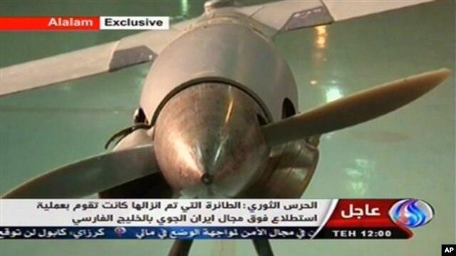 Na ovoj fotografiji iranske državne televizije vidi se, kako Iranci tvrde, neoštećena ScanEagle bespilotna letelica