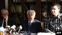Ekonomisti Mladjan Kovačević, Miloje Kanjevac i Saša Djogović govore o kretanjima u privredi Srbije na današnjoj konferenciji za novinare u Institutu za trzišna istraživanja u Beogradu