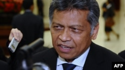 ASEAN Secretary-General Surin Pitsuwan talks to reporters after the ASEAN Regional Forum (ARF) held on the sidelines of an ASEAN ministerial meeting in Phnom Penh, July 12, 2012.