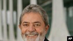 Presidente brasileiro Luiz Inácio Lula da Silva deixa o palacio do Planalto com 81% de popularidade