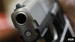 En California hay más de 39 mil pistolas y revólveres en manos de personas no autorizadas a tener armas de fuego.