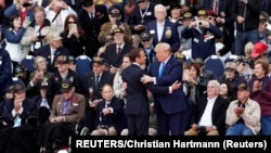 Emanuel Makron i Donald Tramp uz veterane na ceremoniji