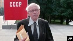 Андрей Сахаров направляется на сессию Съезда народных депутатов в Кремле. 29 мая 1989 г.