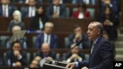 Le président turc Recep Tayyip Erdogan prononce un discours, le 23 octobre 2018