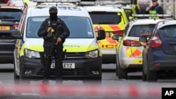 警察封锁了伦敦桥南边的一条街道。(2019年11月29日)