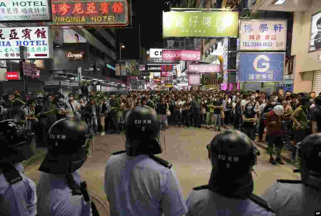 مظاہرین چیف ایگزیکٹو لیونگ چن ینگ سے مستعفی ہونے کا مطالبہ کرتے آ رہے ہیں۔
