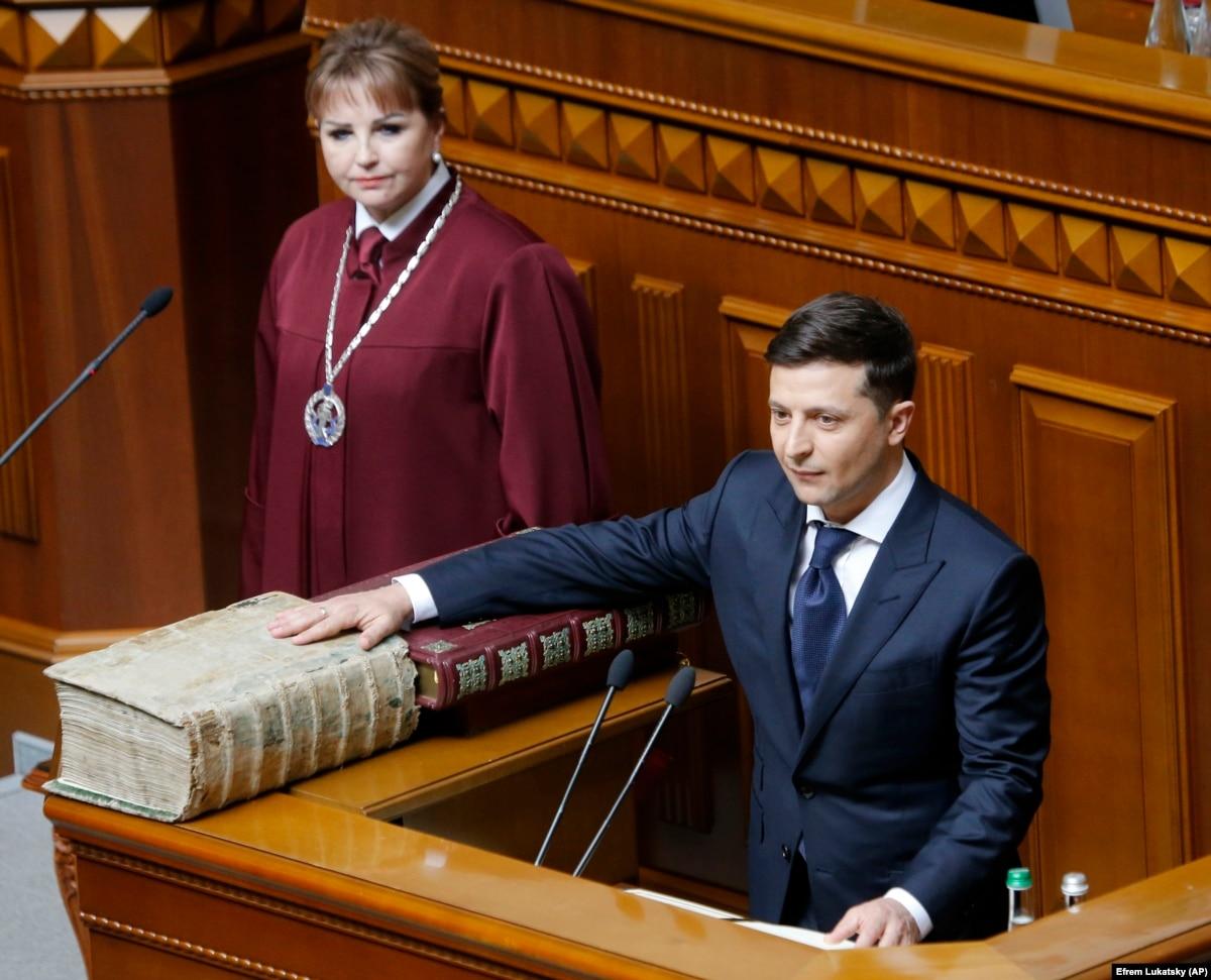 Ukrainë  Presidenti i ri bën betimin  shpërndan parlamentin