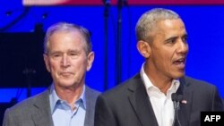Barack Obama and Geoge W. Bush Texas, 21 octobre 2017.