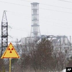 ພາບຊາກເຕົາແຍກໜ່ວຍທີ 4 ທີ່ລະເບີດຢູ່ ໂຮງງານໄຟຟ້ານິວເຄລຍ Chernobyl, ຖ່າຍເມື່ອ ວັນທີ 24 ກຸມພາ 2011. REUTERS/Gleb Garanich