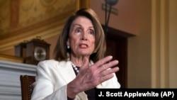 La Présidente de la Chambre des représentants, Nancy Pelosi dans son bureau du Capitole à Washington, le mercredi 10 avril 2019.