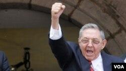 El presidente Raúl Castro ha impulsado un plan de ajustes para superar la crisis tras la caída del bloque socialista.