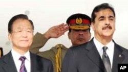 원자바오 중국 총리(왼쪽)과 유수프 라자 질라니 파키스탄 총리(오른쪽)