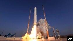 Uji coba peluncuran roket Korea Selatan di Naro Space Center, kota Goheung pada 28 November 2018 (foto: dok).