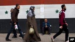 23일 시리아 수도 다마스쿠스 거리에 시리아 국기가 그려져있다. 시리아 정부와 최대 반군 세력은 미국과 러시아가 제안한 휴전안을 조건부 수용한다고 밝혔다.