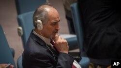 Wakil tetap Syria di PBB, Bashar Ja'afari menyimak sidang Dewan Keamanan, Jum'at, 26 Feb 2016. (AP Photo/Bryan R. Smith)