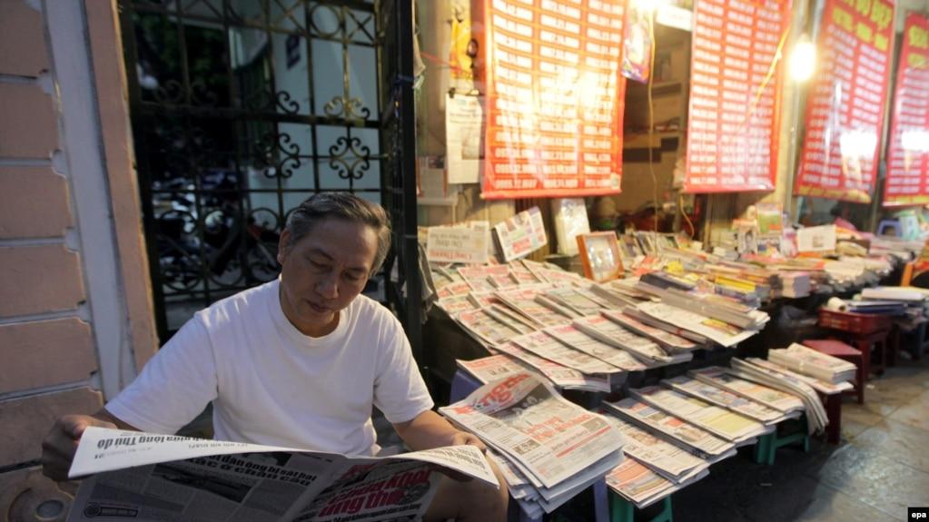 Một quầy báo trên phố ở Hà Nội (ảnh tư liệu, 4/2015)