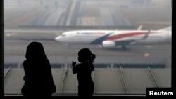 말레이시아 쿠알라룸푸르 국제공항에 말레이시아 항공 소속 여객기가 서있다. (자료사진)