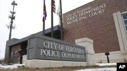Les bureaux de la police à Ferguson, dans le Missouri (AP)