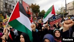Les relations entre Israël et la Turquie sont souvent tendue. Ici des turcs qui protestaient contre l'opération militaire israélienne à Gaza le 18 juillet 2014.
