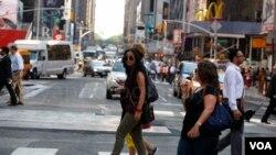 Tantri Syuting di Times Square, NY (VOA/Christian Arya Winata)
