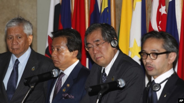 Foreign ministers of Japan and Association of Southeast Asian Nations (ASEAN) member nations hold a news conference after a special ASEAN-Japan ministerial meeting, Jakarta, Indonesia, April 9, 2011.