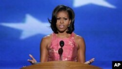 Ibu negara Michelle Obama memberikan pidato pada hari pertama konvensi nasional Partai Demokrat di Charlotte, North Caroline, Selasa malam (4/9).