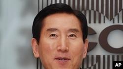 韩国警察厅长赵显五在首尔外国记者俱乐部讲话