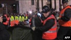 Londra'daki İşgal Kampını Polisler İşgal Etti