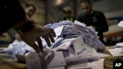 Подсчет голосов второго тура референдума по новой конституции Египта. Каир, 22 декабря 2012 года