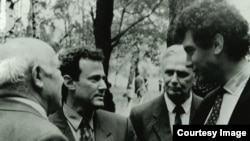 Кеннет Пушкин и Борис Немцов в Болдино. 1995г.