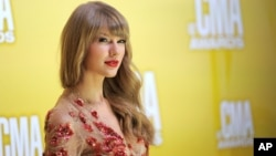 Taylor Swift arrives at the 46th Annual Country Music Awards at the Bridgestone Arena on Thursday, Nov. 1, 2012, in Nashville, Tennessee.
